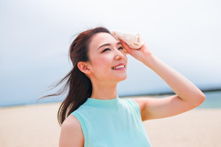 Women smile to wipe the sweat