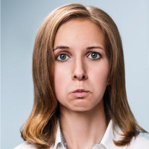 顔面運動 (目の下が伸びるように鼻の下をぐっと伸ばす)