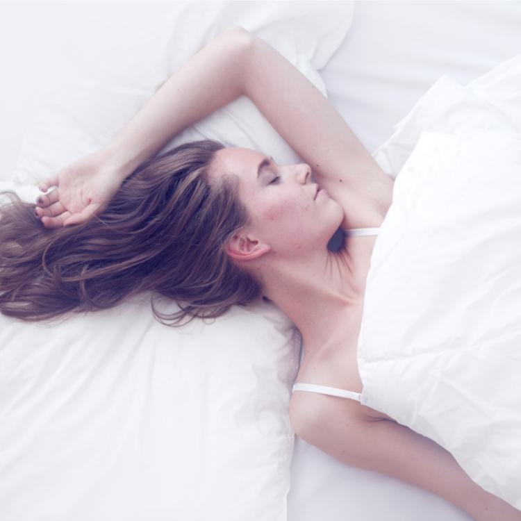 """""""眠るだけ""""でプルンッとした潤い肌に!おすすめ「睡眠時間」活用美容アイテム5選"""