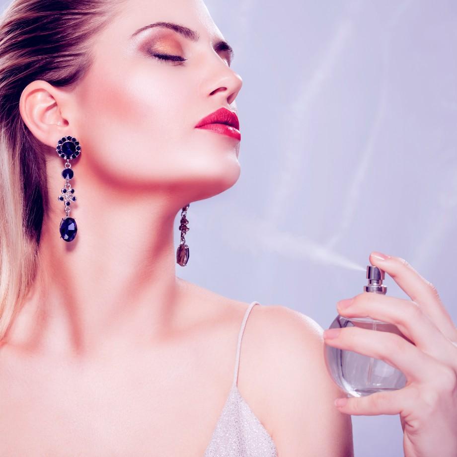 女性の魅力は香りから。上手な香水の使い方でワンランクアップの女性に