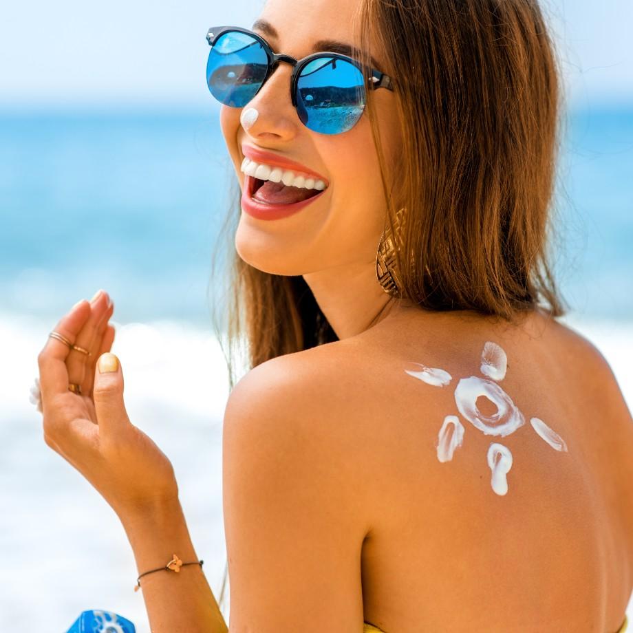 メイク崩れも紫外線も防ぐには?!顔と体で日焼け止めを使い分け!