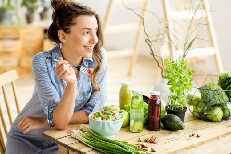 食べる順番は汁物と野菜から