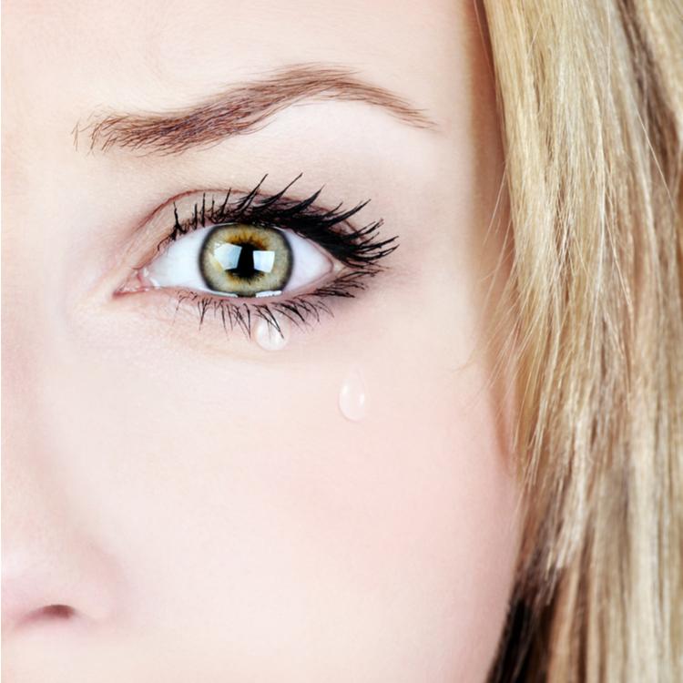 目がパンパン…!泣いた翌日の目の腫れ解消法
