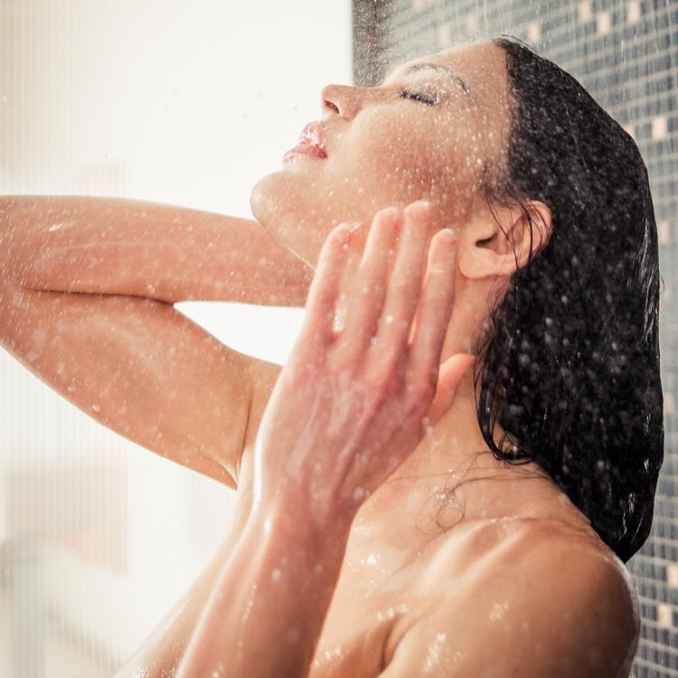美容にも効果抜群!夏だからこそできる冷水シャワーの効果とは?