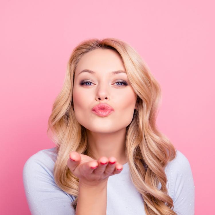 ガサガサ唇は魅力半減!唇の皮がむけてしまう原因5つとは?