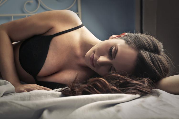 昼用のブラを付けて寝ているとどうなる?