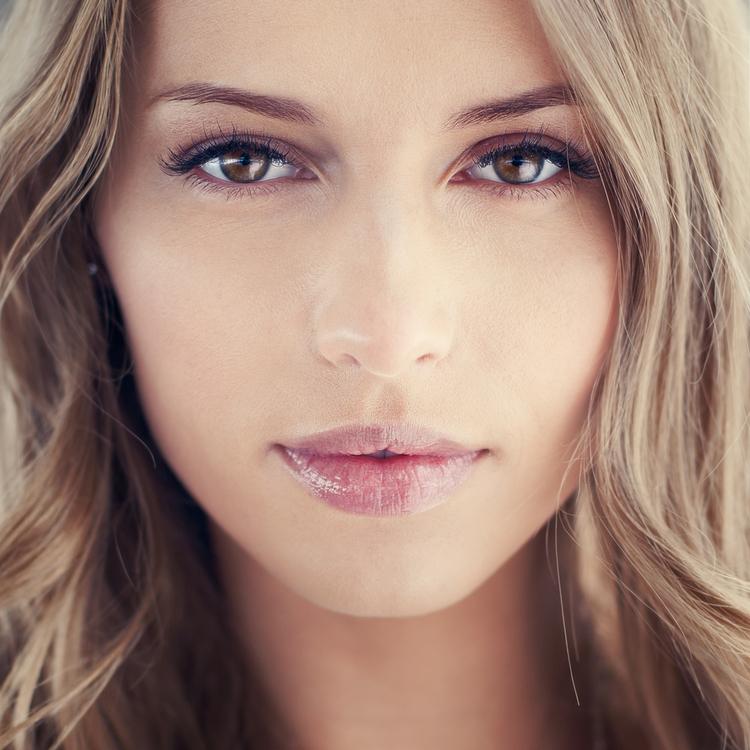 瞳が綺麗な女性はモテる!うるうるした綺麗な瞳をつくる方法と効果的な食材は?