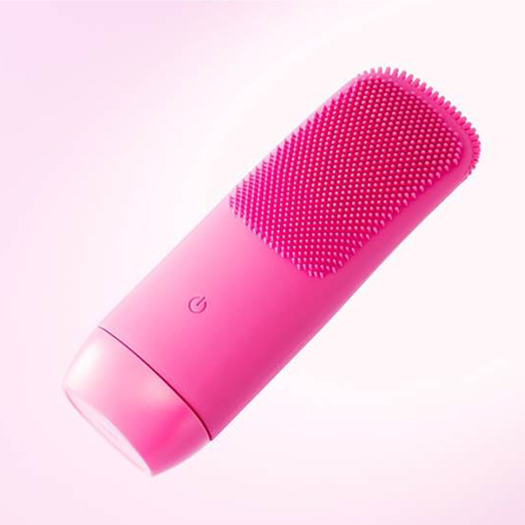 音波振動で汚れを落とす「音波振動シリコン洗顔ブラシ」で美肌ケア!
