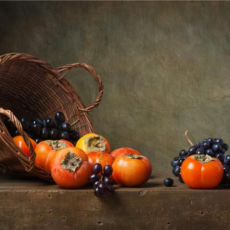 """食べなきゃ損!美肌になりたいなら外せない旬の食材。""""柿""""が持つ美容と健康効果とは"""