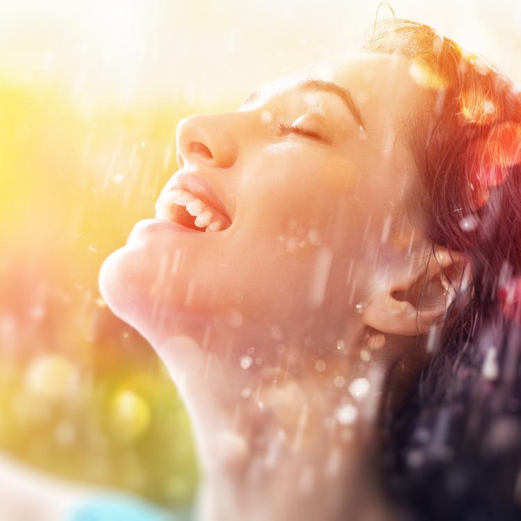 オフィスで肌が乾燥する!メイクの上から保湿の応急処置をする方法