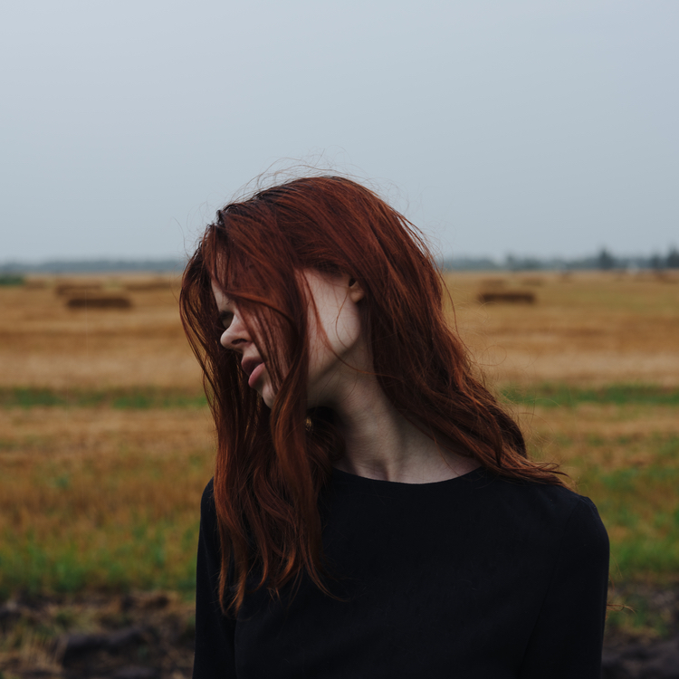 ストレス?ホルモンバランス?女性に多い、円形脱毛症の原因と改善法とは