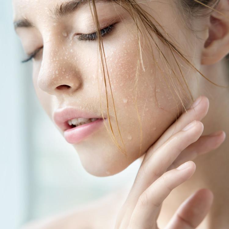 肌を老けさせない秘訣は水分量にあり【Part1】うるおい不足が引き起こすトラブルとは?