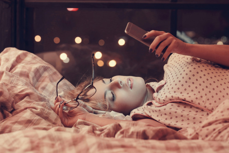眠る90分前にはデジタル機器を見るのをやめる