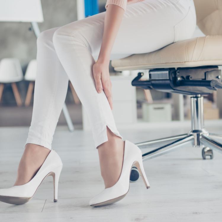 """働く女性共通の職業病?!肌やシルエットを""""ブス""""にする身体の悩みが30代になり慢性化していると気が付いた【30代のリアル美容#11】"""