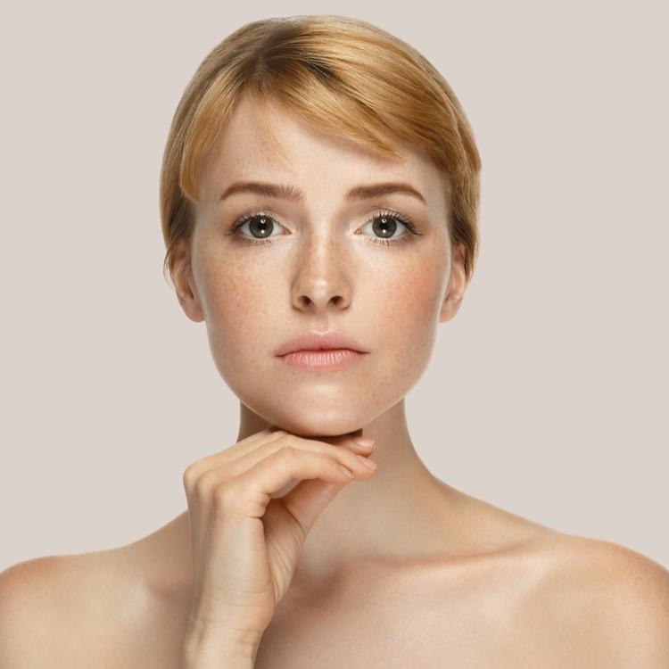 原因を知って美肌をキープ!シミ・そばかすができる理由と対策法は?
