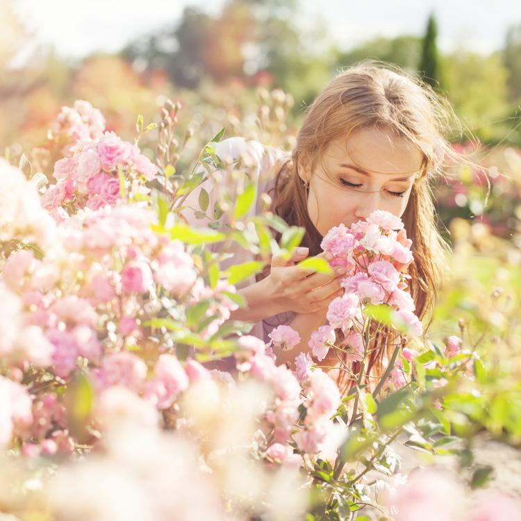 ロールオン香水3選!上手に使ってふんわり美人の香りに