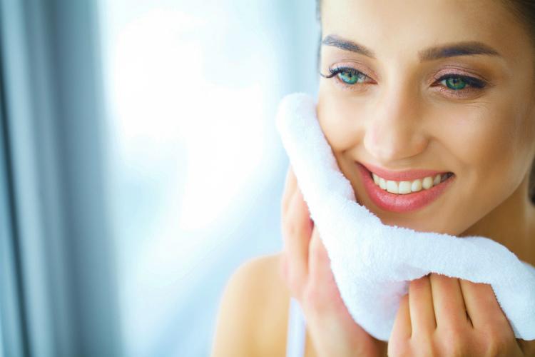 タオルで水分を拭う