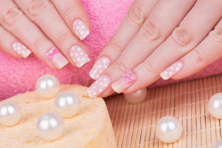 ヌーディ×ピンクなら女性らしくて季節感満点