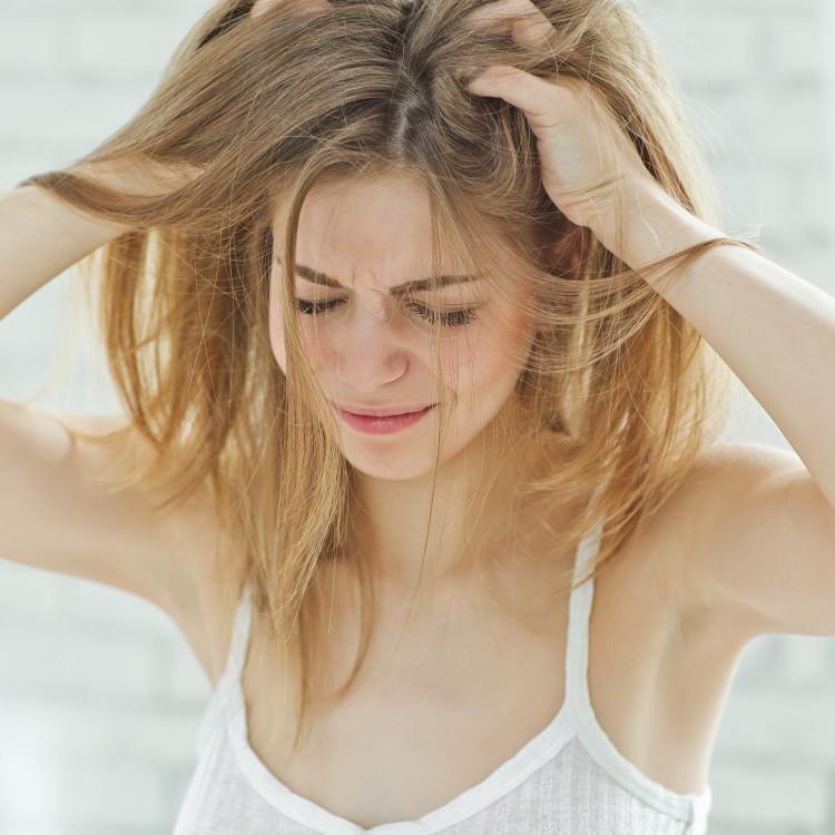 夏の頭皮トラブル注意報!ベタツキやかゆみ、いやなニオイの対策とは
