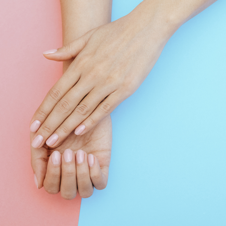 爪が割れやすいのは体質ではない!?カルシウムも影響している?手先から綺麗になるために!