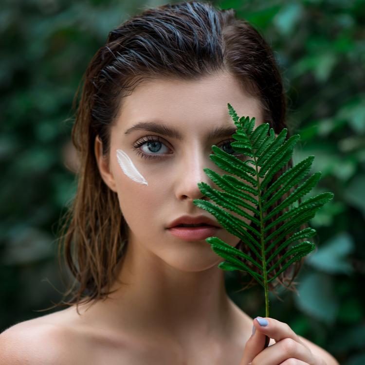 皮膚に棲む菌って?洗顔と「皮膚常在菌」の関係を解説!