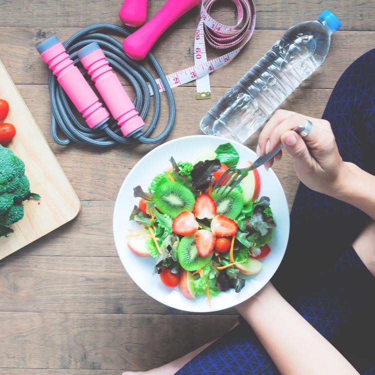 今話題の「完全食ダイエット」って何!?健康上のメリット・デメリットについて解説!