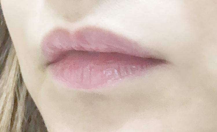 柔らかい桜色の唇に