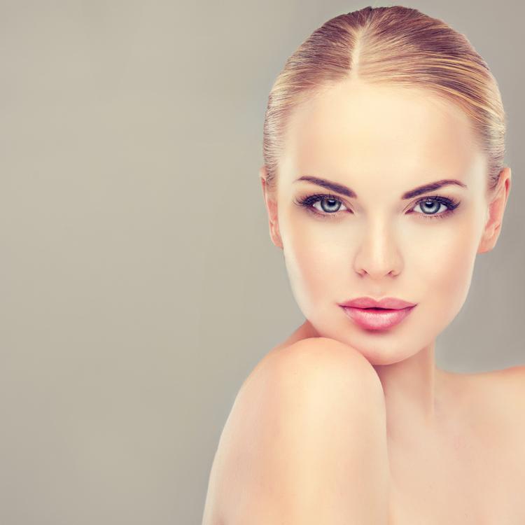 首コリが肌荒れの原因?「首マッサージ&ストレッチ」で透明感のある美肌へ