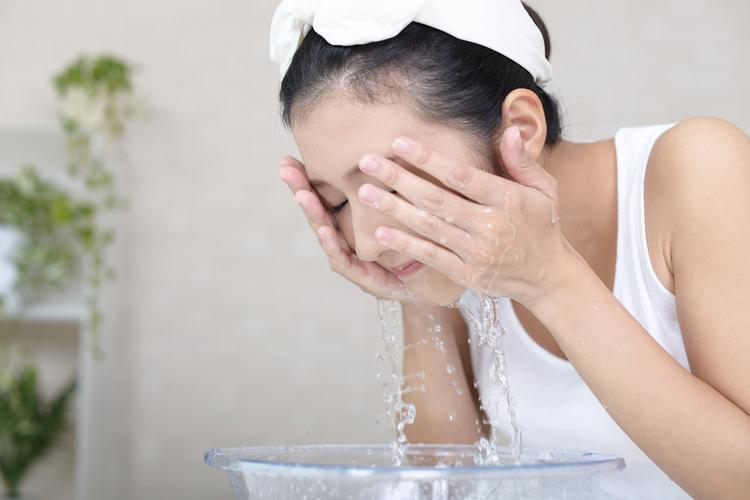朝だけ「水洗顔」